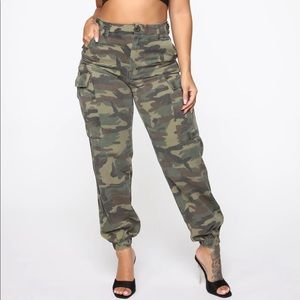 New Fashion Nova Cargo Pants Size M